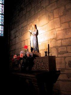 ノートルダム寺院 マリア像.jpg